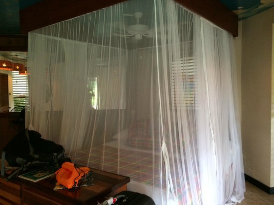 Anse Chastanet: Mosquito netting around king bed