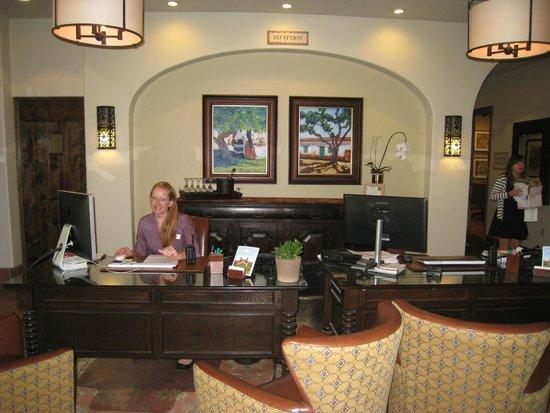 Ponte Vineyard Inn : Sarah at reception