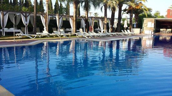 Silken Al-Andalus Palace Hotel: Piscina