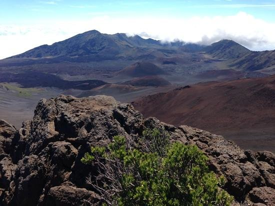 Haleakala Crater: there are three cabins to stay on the crater floor! From volcanic views to granite floor abd out