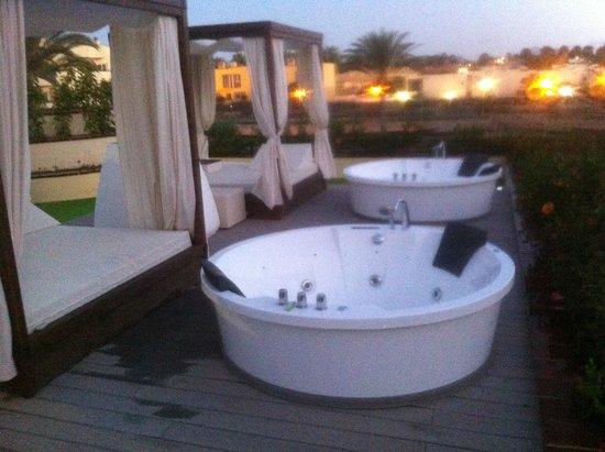 Barcelo Corralejo Bay : Private jacuzzi on terrace