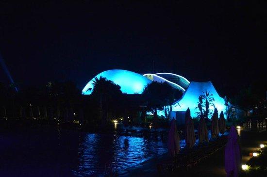 Cornelia Diamond Golf Resort & Spa: Evening lights