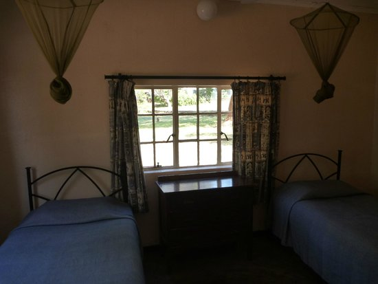 Victoria Falls Rest Camp & Lodges : Room in chalet