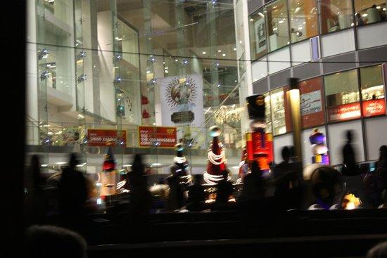 IFC mall: Xmas carols