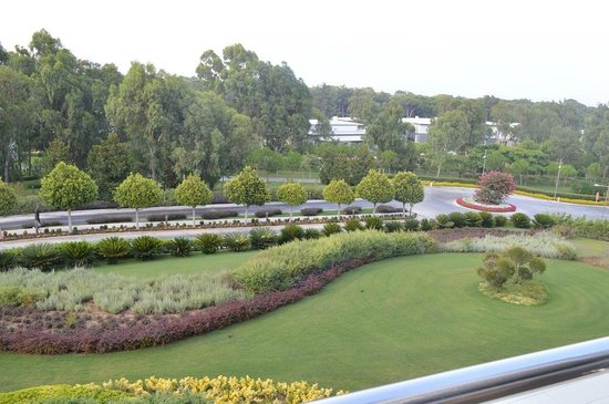 Cornelia Diamond Golf Resort & Spa: Garden view from balcony