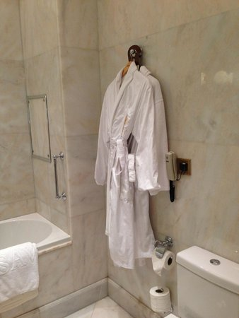 Hotel Savoy Moscow: roupao