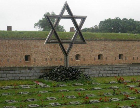 Terezin Memorial: Terzin Cemetary