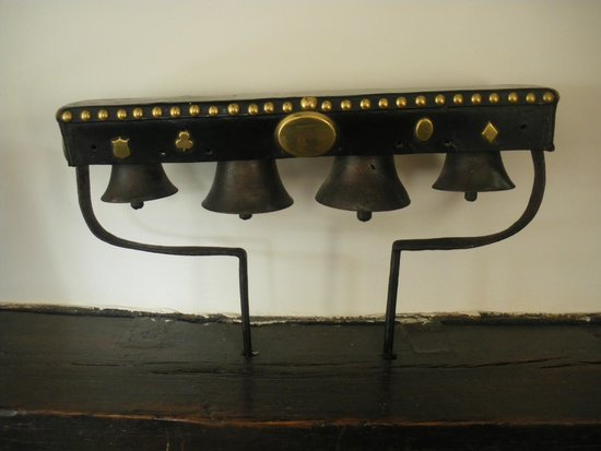 Hunters Lodge Inn: Authentic Packhorse Bells in the bar