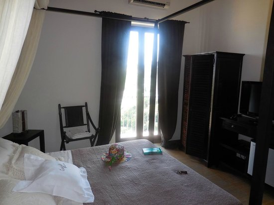 Giumbabulla Luxury House : chambre de la suite indienne