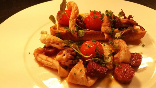 The Cricket Inn: Squid borlotti chorizo tomato bruschetta