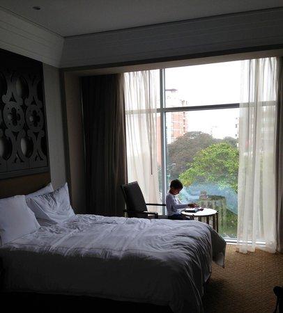 Hilton Lima Miraflores: cozy room, soft beds, floor to ceiling windows