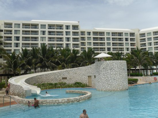 The Westin Lagunamar Ocean Resort: Another view from pool area with water slide.