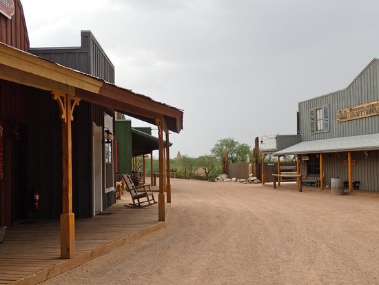 Tombstone Monument Ranch: Main street