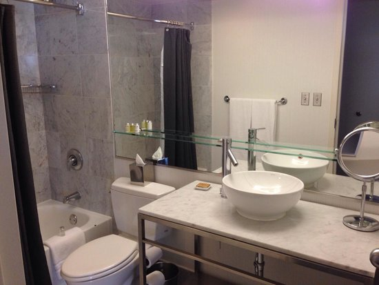Hotel Murano: Bathroom. Very chic but sink doesn't drain.