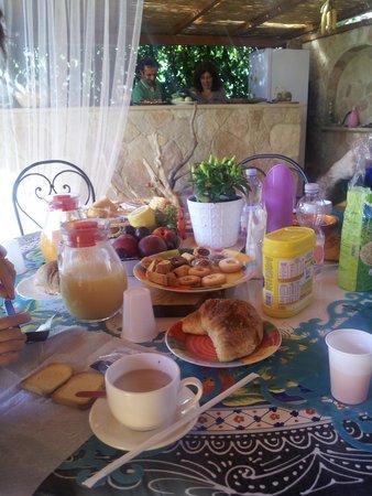 Viola di Mare : Ottima colazione
