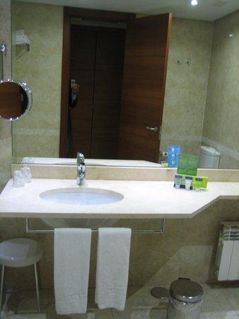 Silken Coliseum Hotel : baño 1