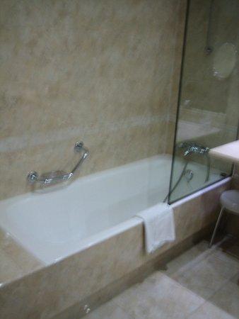 Silken Coliseum Hotel : baño 2