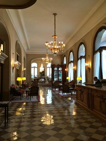 Hotel Regina Louvre: Hotel lobby