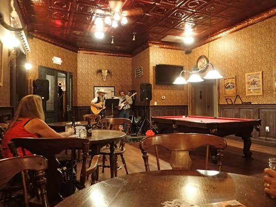Tombstone Monument Ranch: Music in the saloon