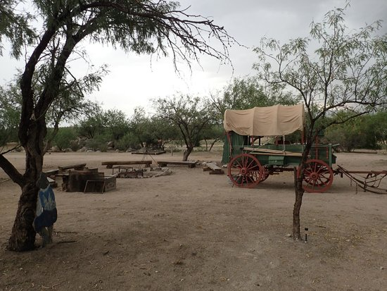 Tombstone Monument Ranch: Wagon camp on the grounds