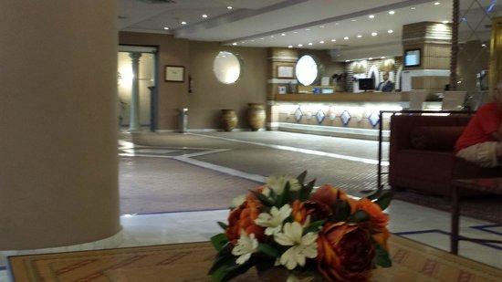 Hotel Macia Alfaros: hall