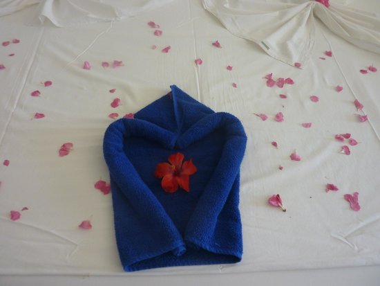 Marhaba Royal Salem: the maid decorated our bed