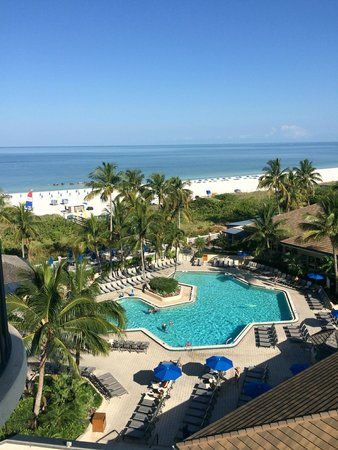 Hilton Marco Island Beach Resort: The view from our balcony of the pool and ocean