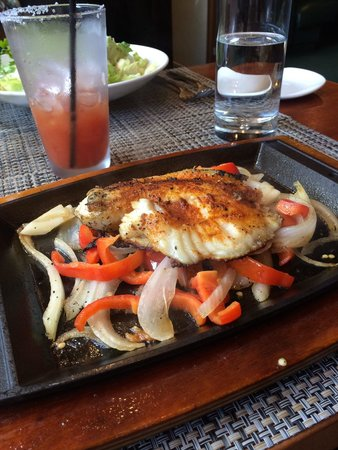 McCormick & Schmick's Seafood - Park Plaza: fish taco platter