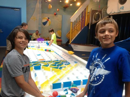 Great Lakes Children's Museum : Water table