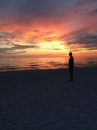 Hilton Marco Island Beach Resort: Sunset