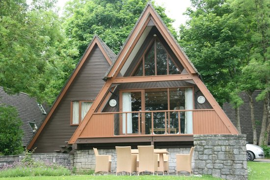Clowance Estate : One of the pine lodges, this one sleeps 6 and has a sauna