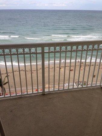 Ramada Plaza Marco Polo Beach Resort: Balcón