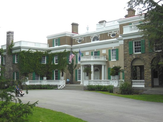 Franklin Delano Roosevelt Home : The 1826 home was enlarged several times