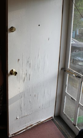Homestead Motel and Cottages: Front Door