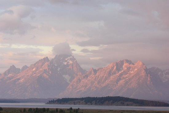 Jackson Lake Lodge : Grand Teton at sunrise from our room