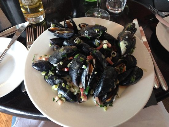 The Glassblowing House: Mussels!!