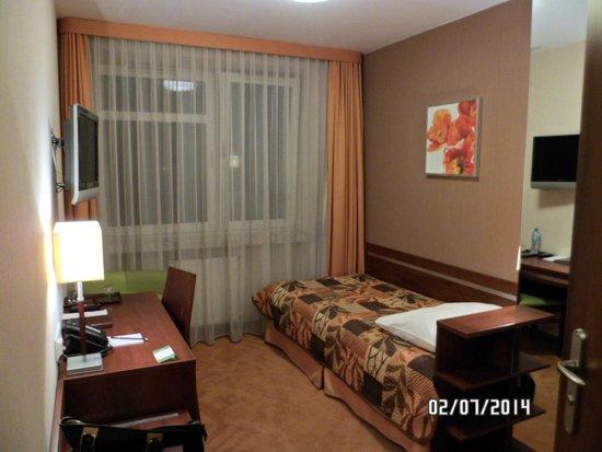 Hotel Wyspianski: Habitacion pequeña pero acogedora
