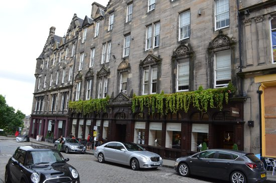 Fraser Suites Edinburgh: Lovely exterior of the hotel