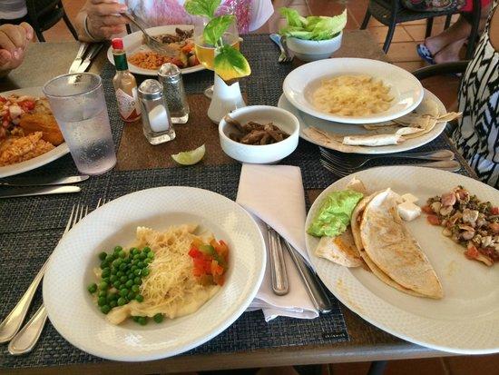 Barcelo Maya Tropical: Mariachi Buffet food