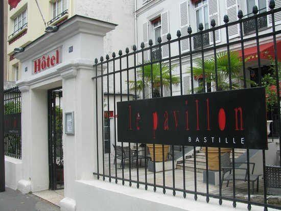 Hotel Pavillon Bastille: This is the front of the hotel