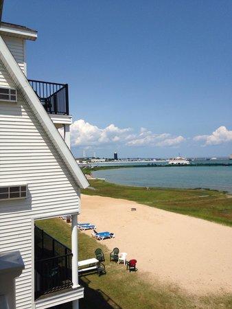 Mackinaw Beach and Bay - Inn & Suites: View from balcony 318