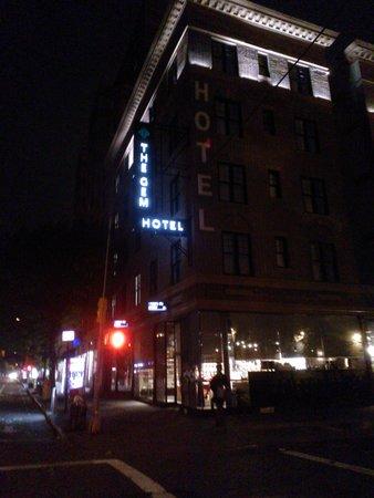 The GEM Hotel Chelsea: dalla street