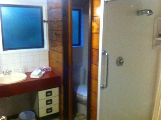 New Haven Motel: Bathroom in one Bedroom alpine
