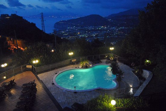 Hotel Prestige Sorrento : View from room