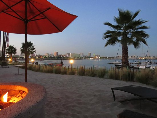 Hotel Maya - a DoubleTree by Hilton Hotel : Sitting by the fire pits as the sun goes down
