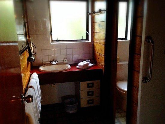 New Haven Motel: Bathroom in Two Bedroom Alpine unit