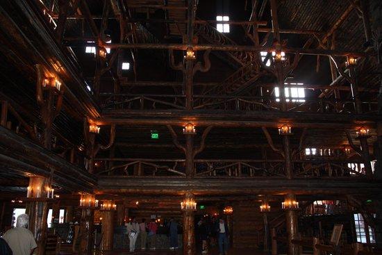 Old Faithful Inn : Interior entrance to Inn