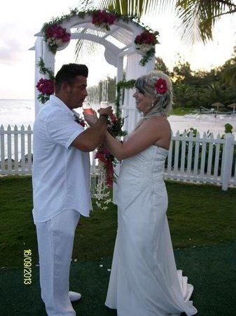 Bougainvillea Beach Resort : perfect backdrop for wedding