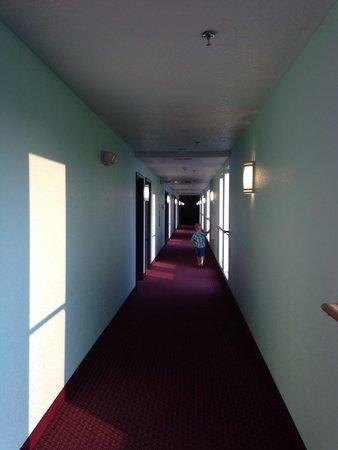 Mackinaw Beach and Bay - Inn & Suites : 3rd floor hallway