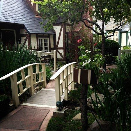Wine Valley Inn & Cottages: Enchanted Garden at Inn
